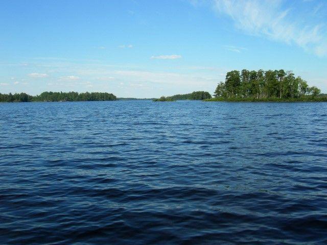 In de grote Zweedse meren zoals M�ckeln (waterdiepte max 90 meter) wordt de watertemperatuur zelfs hoogzomer nooit echt te hoog