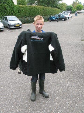 Jelle Oosterveen met zijn gevoerde fleecejas, voorzien van een barbeel borduring