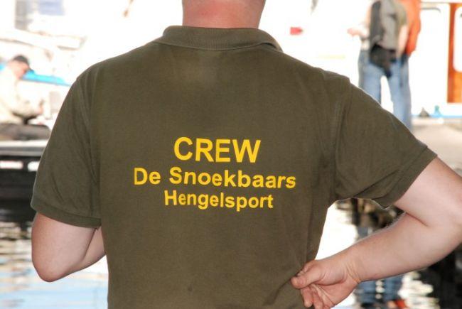 De crew van Hengelsport De Snoekbaars; ��n van de aanwezige winkeliers
