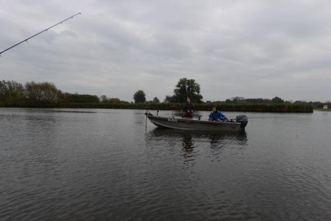 William met Sander in de boot op het Zwartewater