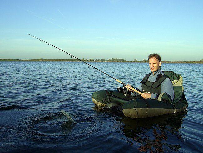 Vanuit de bellyboat is het prima pielen met een dood visje