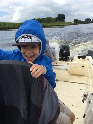 Hij is blij als we even snel gaan varen