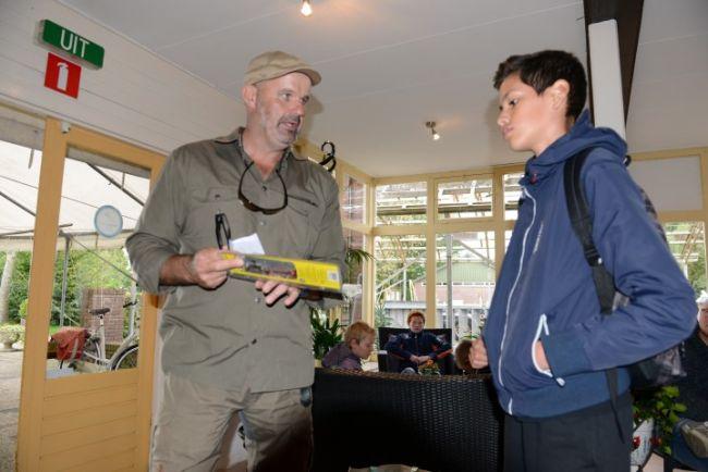 Marco Kraal geeft Quinten de pechprijs, helaas ving Quinten geen snoek
