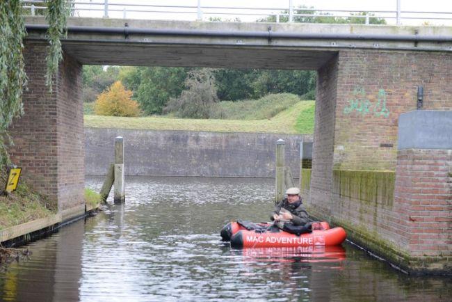 Een bellyboot onder de brug