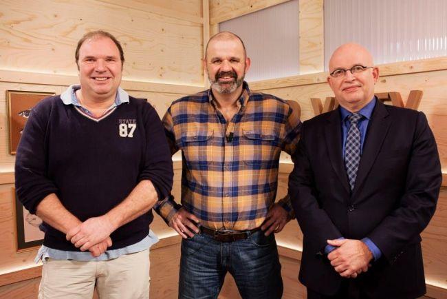 Henk Mensiga (links) en Henk Staghouder over het zeeforelproject in het Lauwersmeer