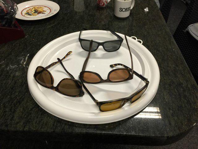 Een hele verzameling zonnebrillen