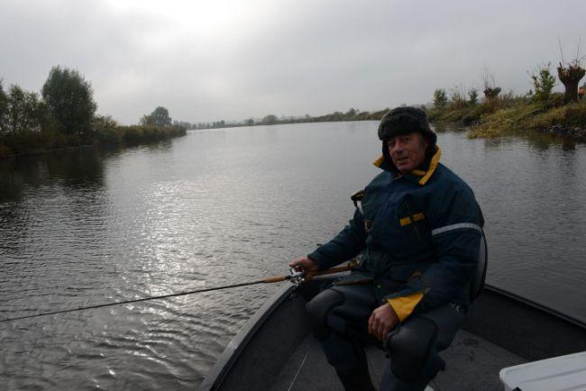 Bryan vissend bij de kop van de Vecht