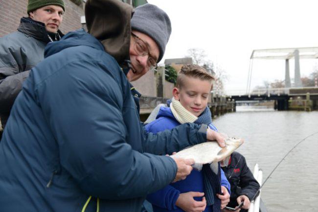De eerste vis; een leuke brasem