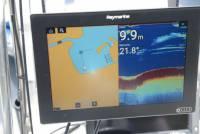De nieuwe Raymarine Axion 12 met links de Navionics kaart en rechts Sonar 2D Vision