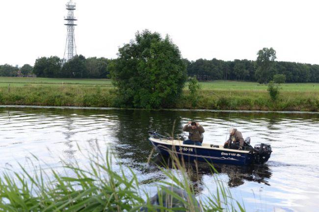 De boot met examinatoren gaat op weg