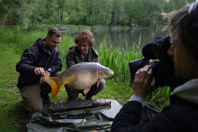 Kevin Diederen van Korda-Guru gaat karpervissen